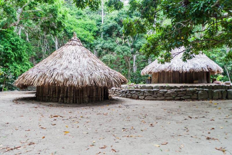 Traditionelle rustikale Häuser von eingeborenen Kogi-Völkern stockbilder