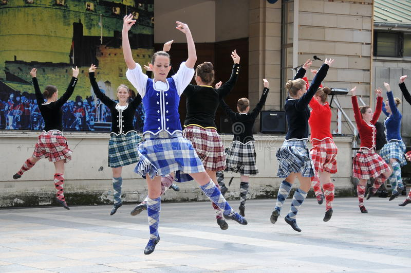 Traditionelle schottische Tänzer Edinburgh-Tätowierung stockfotos