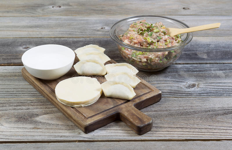 Traditionelle selbst gemachte chinesische Mehlklöße von Grund auf neu gemacht stockfoto