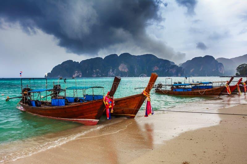 Download Traditionelle Siamesische Boote Stockfoto - Bild von outdoor, spaß: 26366470