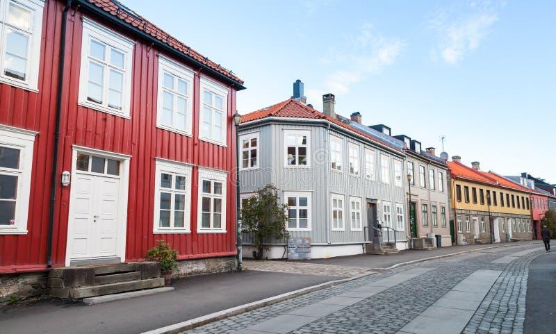 Skandinavische Holzhäuser traditionelle skandinavische holzhäuser stockbild bild