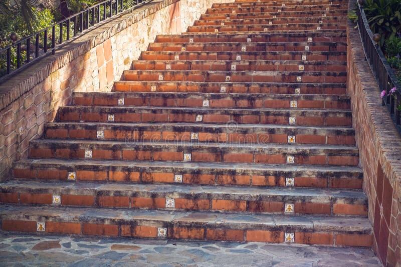 Traditionelle spanische Steintreppe lizenzfreies stockbild
