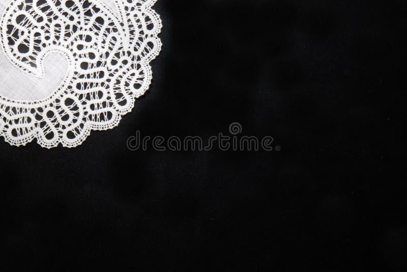 Traditionelle Spitze vom idrija in Slowenien auf schwarzem Hintergrund mit Kopienraum-Motivmuster mit Kopienraum stockbild