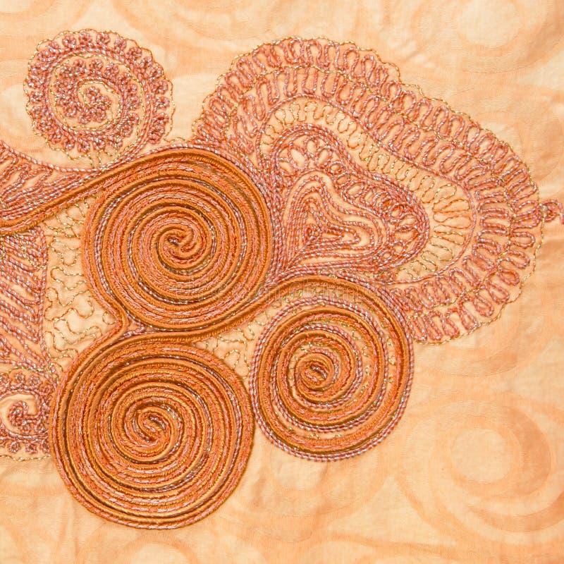 Traditionelle Stickerei auf moderner weiblicher Kleidung, Senegal stockbild