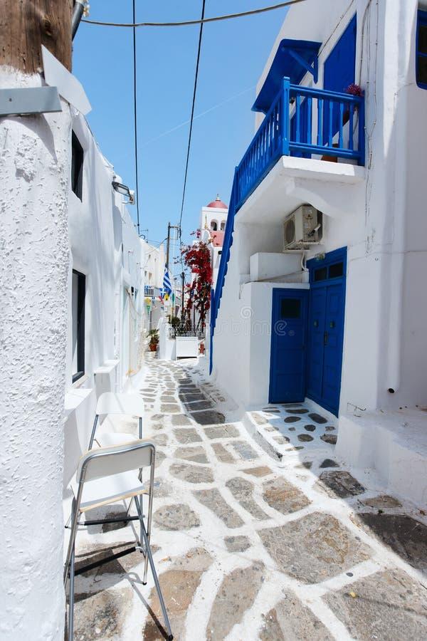 Traditionelle Straße von Mykonos-Insel in Griechenland stockfotografie