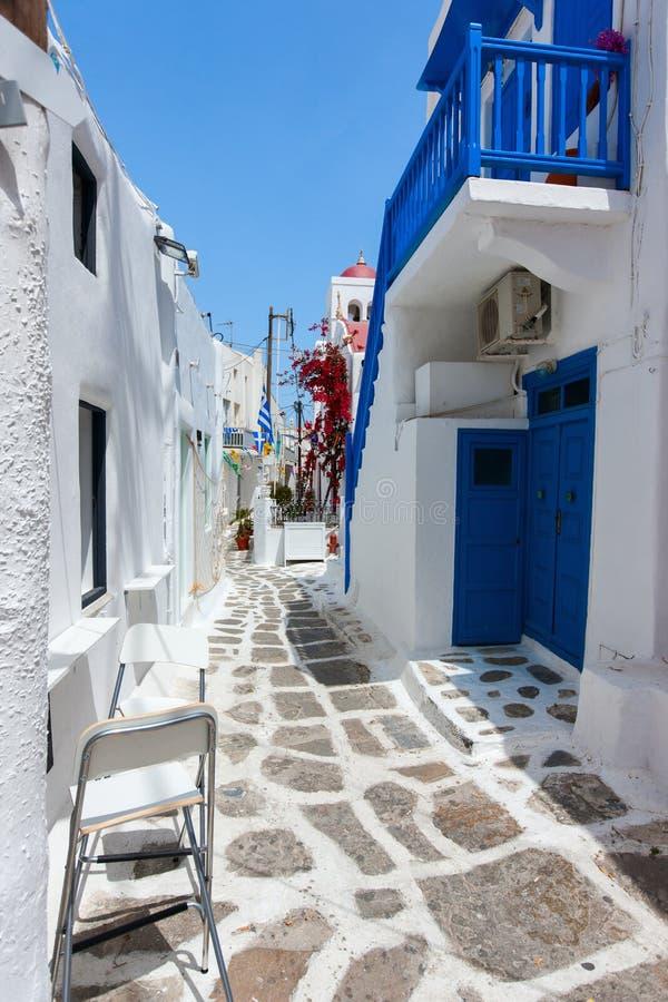 Traditionelle Straße von Mykonos-Insel in Griechenland stockfotos