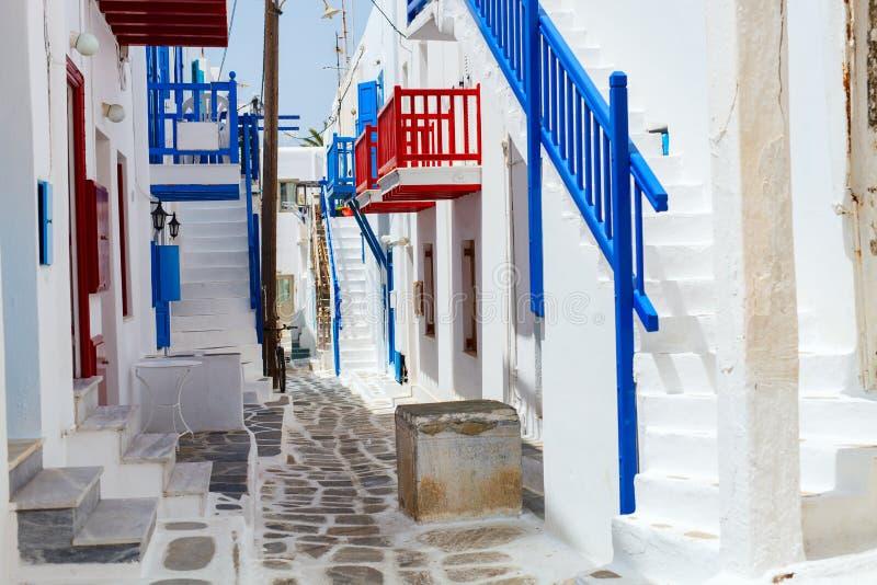 Traditionelle Straße von Mykonos-Insel in Griechenland lizenzfreie stockfotografie