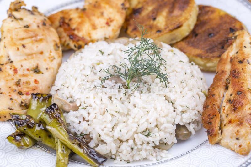 Traditionelle türkische Nahrungsmittel; Gemüsereis Baklali Pilav lizenzfreie stockfotografie