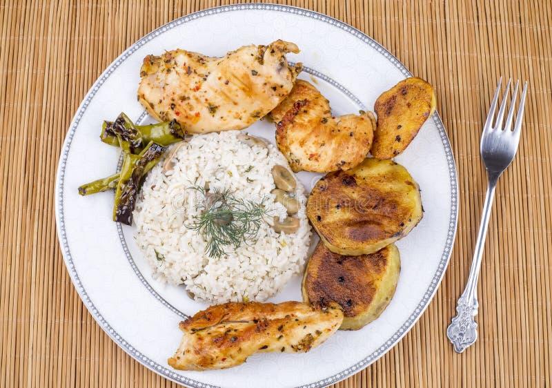 Traditionelle t?rkische Nahrungsmittel; Gem?sereis Baklali Pilav stockfotos