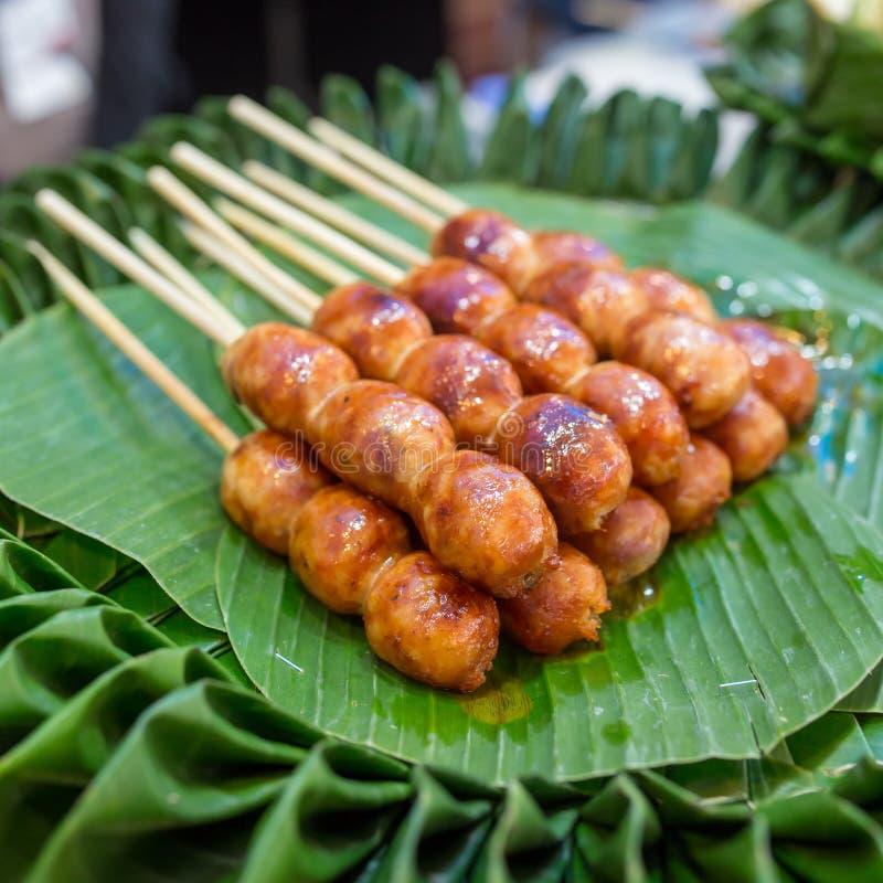 Traditionelle thailändische Art gegrillte Würste lizenzfreie stockfotos