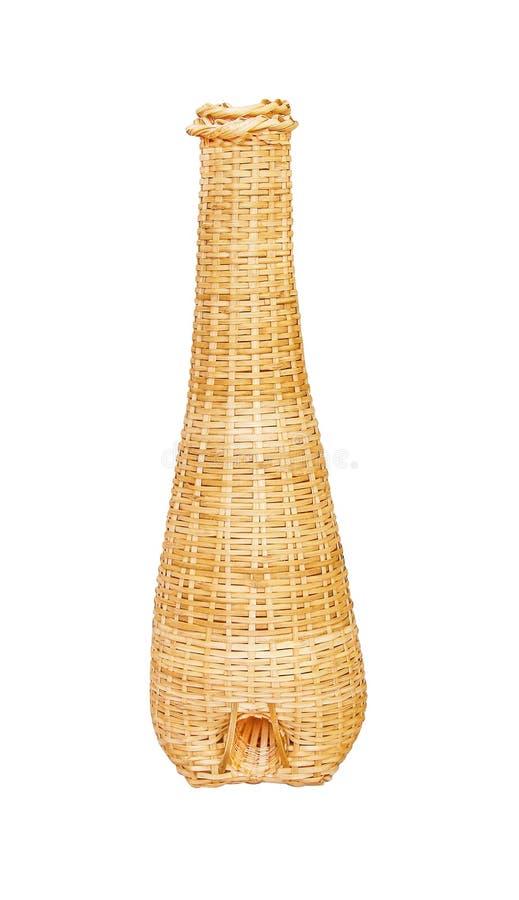 Traditionelle thailändische Bambuswebartmusterausrüstung für Sumpfaalreusen oder fischen das Süßwasser, das auf weißem Hintergrun stockfotos