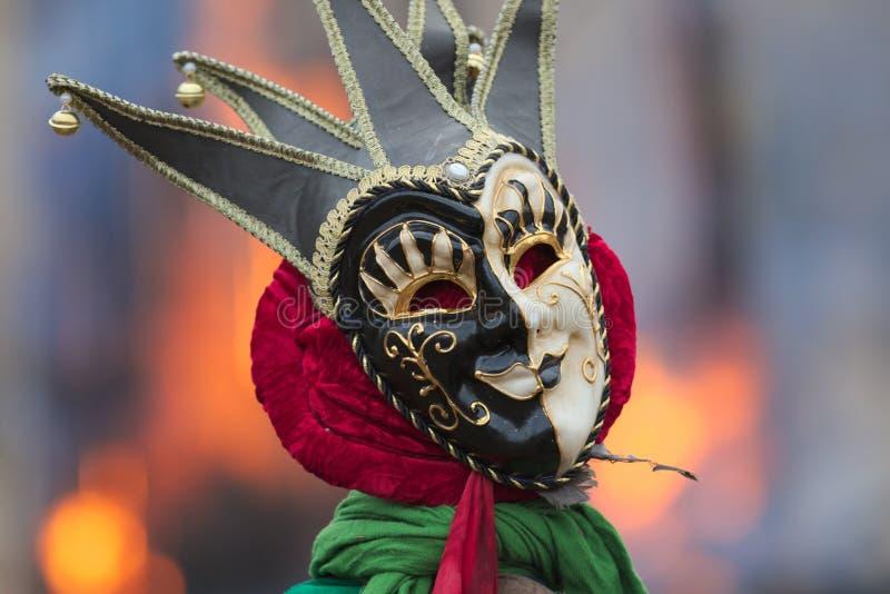 Traditionelle venetianische Karnevalsspassvogelmaske stockbild