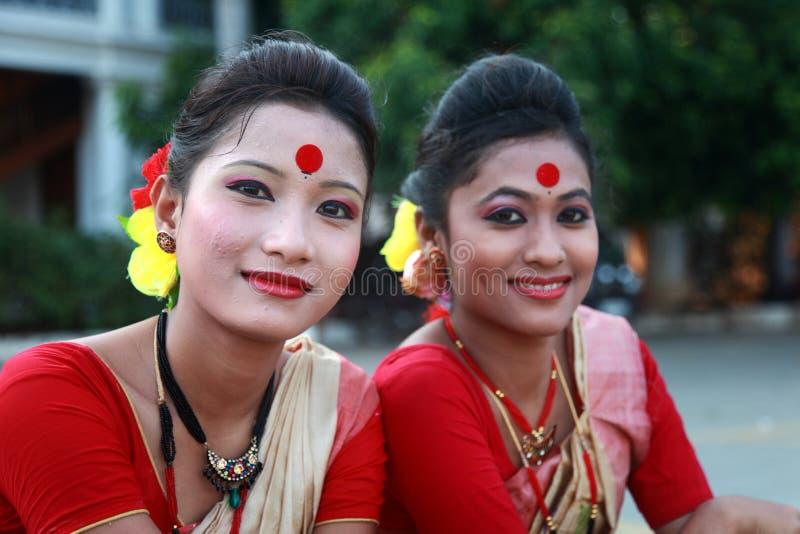 Traditionelle Volkskünstler von Assam nehmen am internationalen Volkskunstfestival teil stockbild