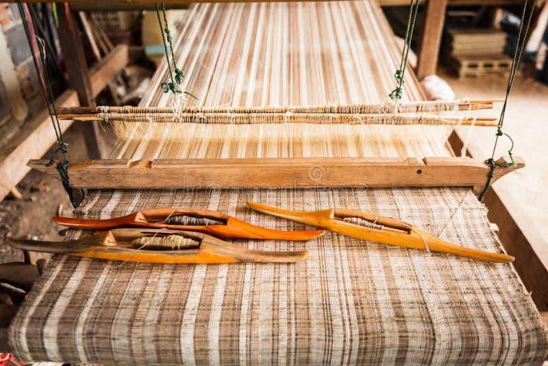 Traditionelle Webstuhlmaschinen-Weinleseart, Werkzeug für Webart der Herstellung lizenzfreie stockfotografie