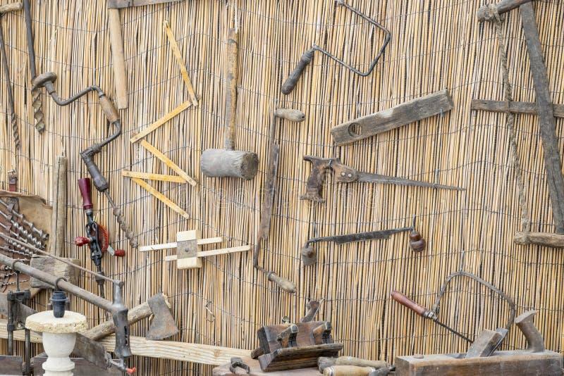traditionelle werkzeuge des handwerksbetriebs bildhauer holz h mmer und chi stockfoto bild. Black Bedroom Furniture Sets. Home Design Ideas