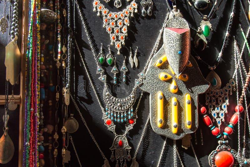 Traditioneller arabischer silberner Schmuckshop lizenzfreie stockfotos