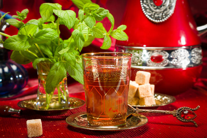 Traditioneller arabischer tadelloser Tee stockbild