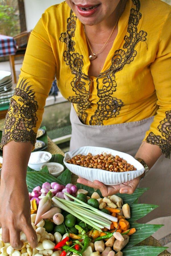 Traditioneller Bali, der Schule kocht lizenzfreie stockbilder