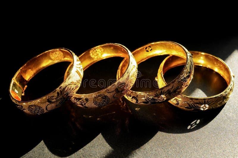 Traditioneller Chinese-Hochzeits-Armbänder lizenzfreie stockfotos
