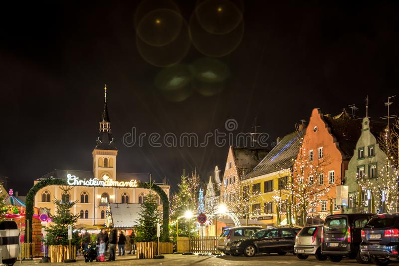 Traditioneller deutscher Weihnachtsmarkt in Pfaffenhofen lizenzfreie stockfotos