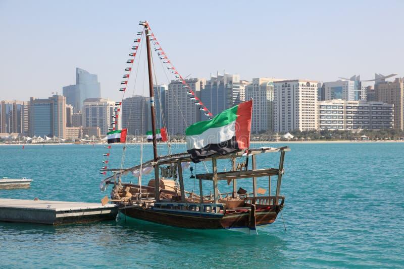 Traditioneller Dhow in Abu Dhabi stockbilder
