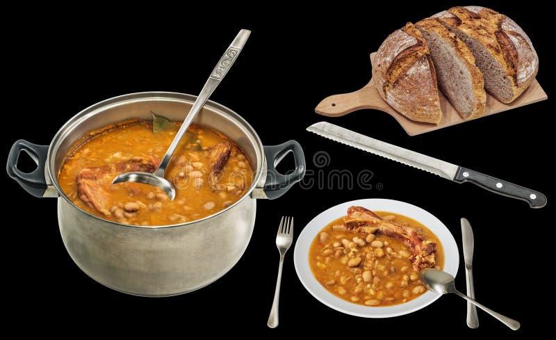 Traditioneller Feinschmecker backte die Bohnen, die mit dem inländischen dunklen multi Korn-Brot gedient wurden, das auf schwarze lizenzfreie stockbilder