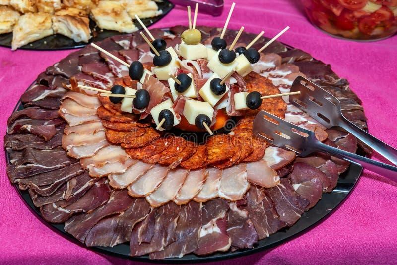 Traditioneller Feinschmecker schmückte Aperitif-wohlschmeckenden Teller Meze stockfotografie