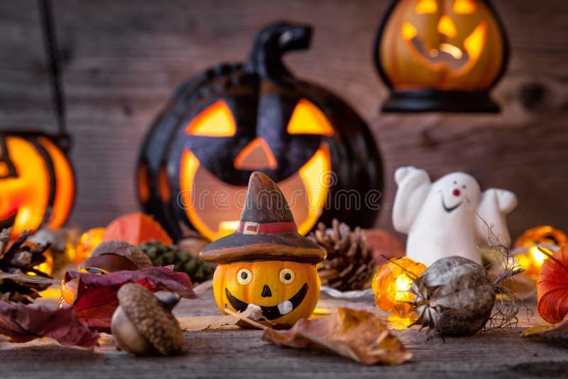 Traditioneller furchtsamer Halloween-Feiertagshintergrund lizenzfreies stockbild