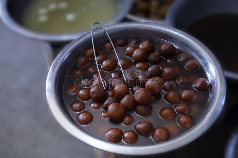 Traditioneller gebratener Bonbon von Indien nannte als pantua in Bengal und gulab jamun in anderen Teilen von Indien wird als Nac lizenzfreies stockbild