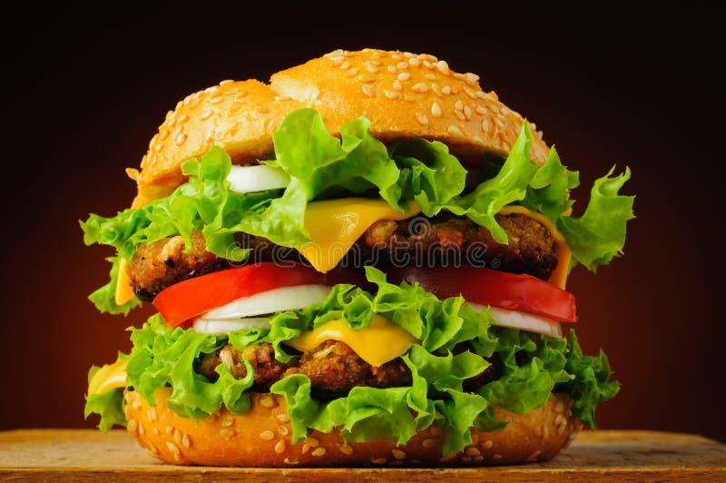 Traditioneller Hamburger lizenzfreies stockbild
