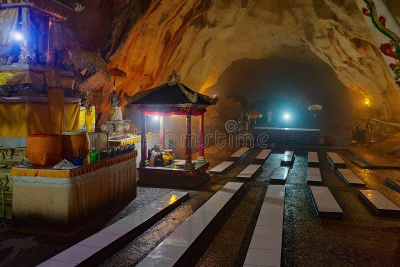 Traditioneller hindischer Tempel in der Höhle auf Insel Nusa Penida, Bali stockfotografie