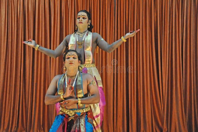 Traditioneller indischer Volkstanz stockfotos