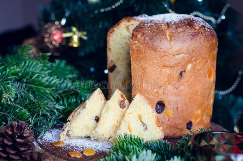 Traditioneller italienischer Kuchen des Panettone für Weihnachten lizenzfreies stockfoto