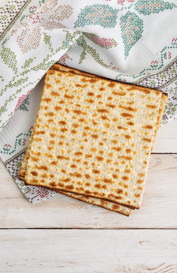 Traditioneller jüdischer Flatbread Matzo stockbild