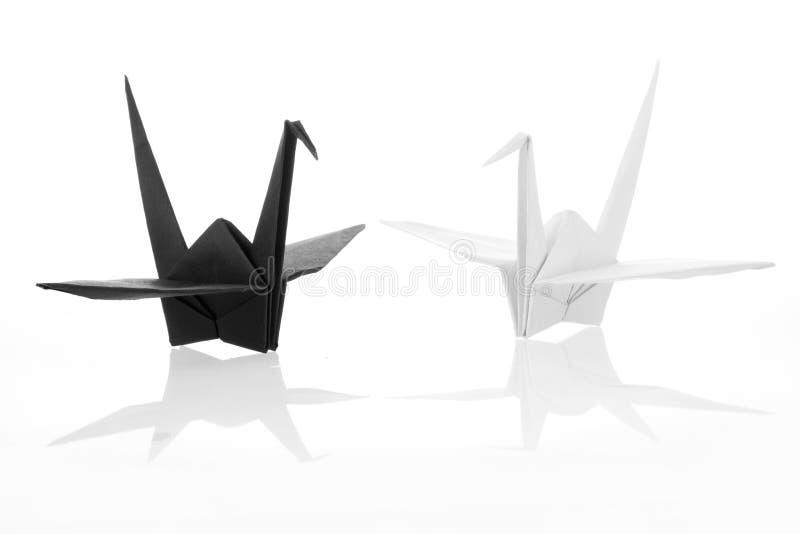 Traditioneller japanischer origami Schwarzweiss-Kran stockbild