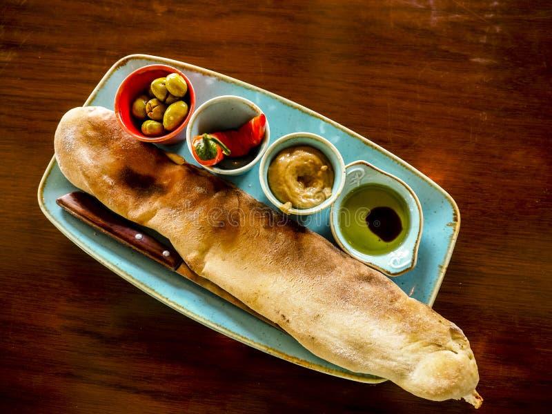 Traditioneller orientalischer Aperitif mit hummus Israel, Tel Aviv lizenzfreie stockfotos