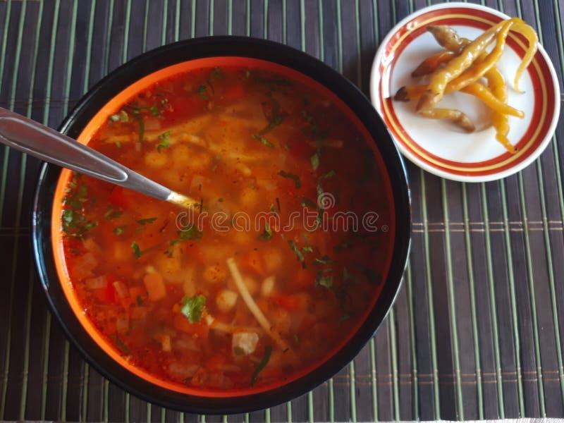 Traditioneller rumänischer gelber Bean Soup lizenzfreie stockfotografie