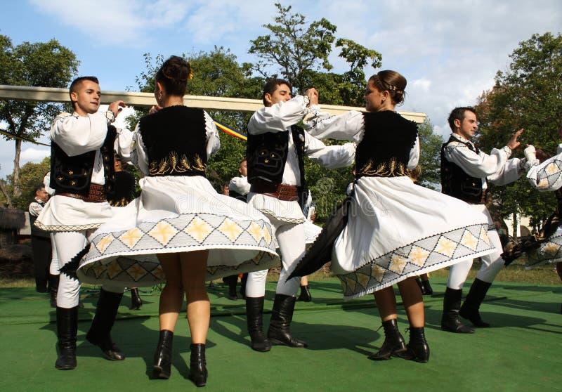 Traditioneller rumänischer Tanz stockfotos