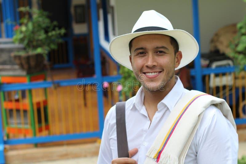 Traditioneller südamerikanischer Mann zu Hause lizenzfreie stockfotos