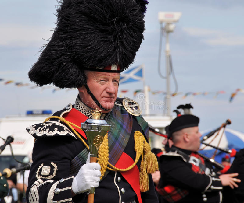 Traditioneller schottischer Mann Nairn Highlanf an den Spielen lizenzfreie stockfotografie