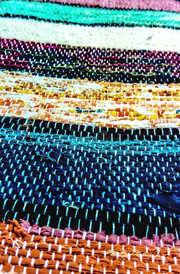 Traditioneller slowakischer gesponnener Teppich lizenzfreie stockfotos