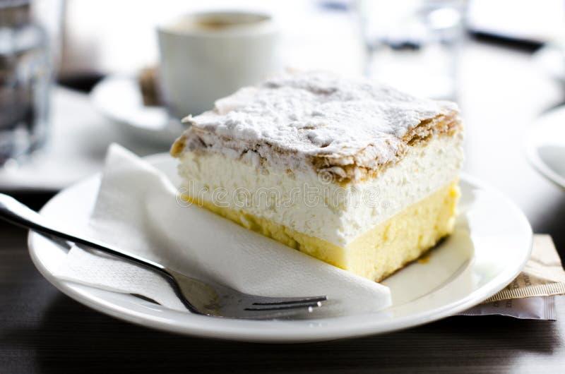 Traditioneller slowenisch Kuchen Kremna Rezina lizenzfreie stockbilder
