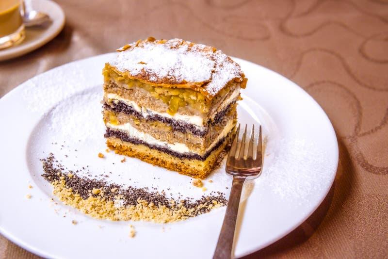 Traditioneller slowenisch Kuchen mit Schichten lizenzfreie stockfotos