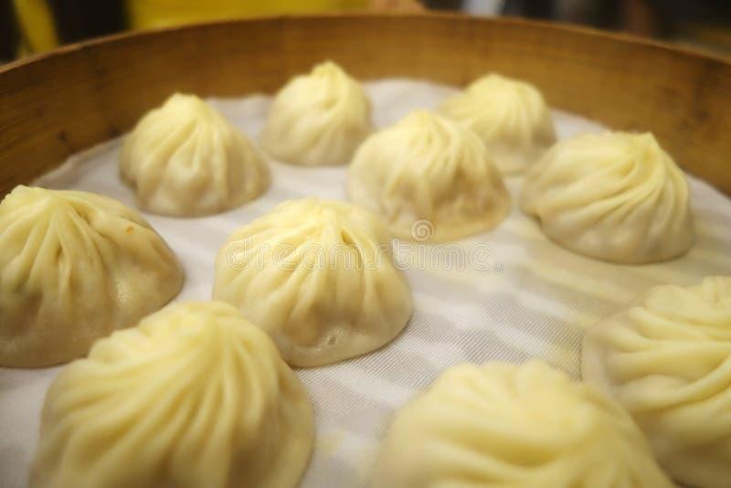 Traditioneller Suppenmehlkloß Xiao Long Bao lizenzfreies stockbild