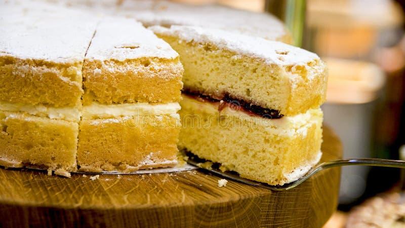 Traditioneller Victoria-Schwammkuchen lizenzfreie stockbilder