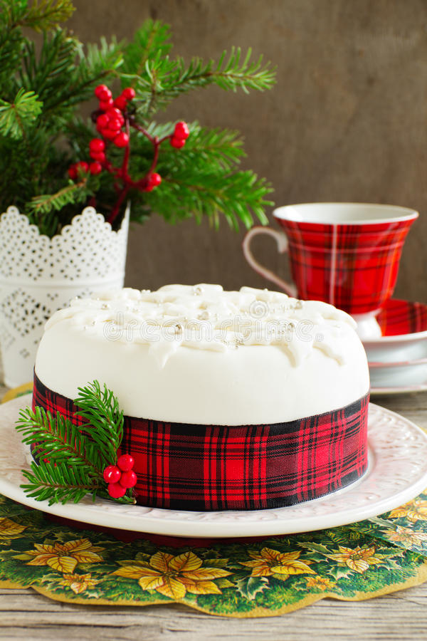 Traditioneller Weihnachtsfruchtkuchen stockbild