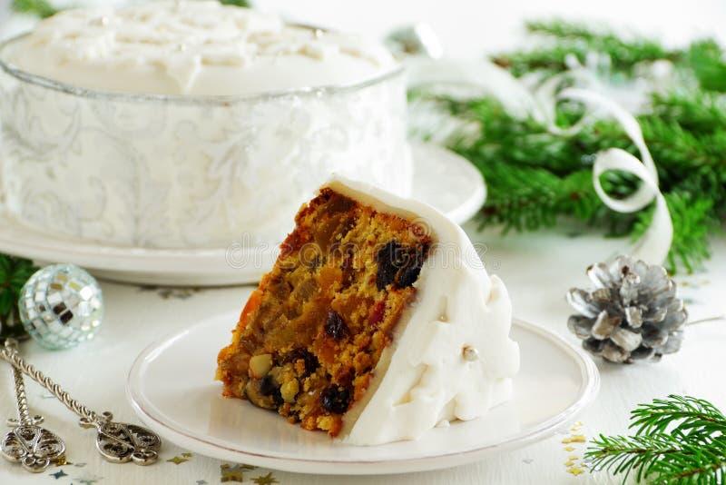 Traditioneller Weihnachtsfruchtkuchen lizenzfreie stockfotografie
