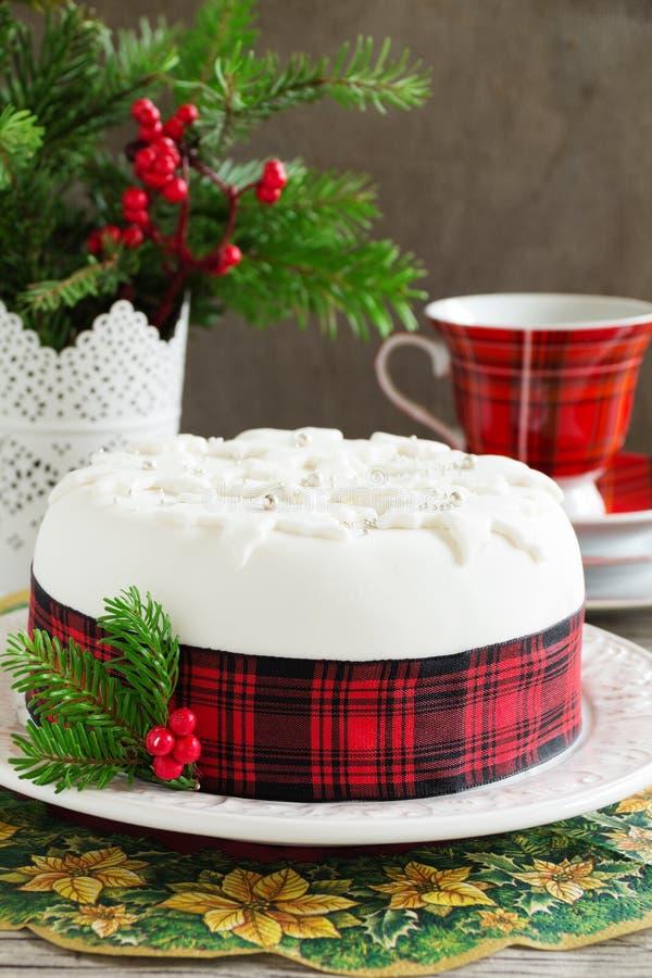Traditioneller Weihnachtsfruchtkuchen lizenzfreie stockbilder