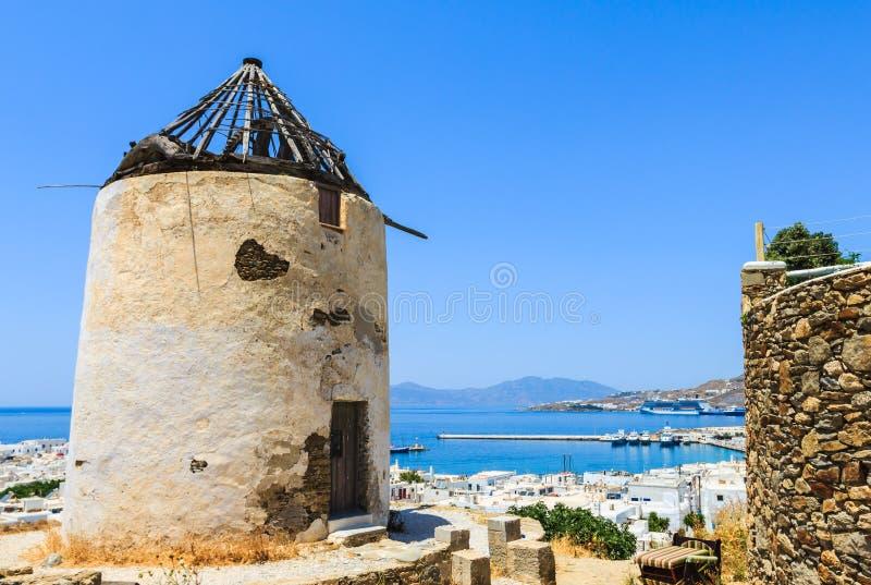Traditioneller Windmühlenhügel auf Insel Mykonos, Griechenland stockfotografie