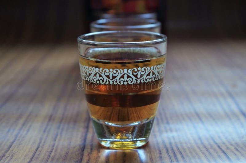 Traditionelles Alkoholgetränk Timoshenko Honduras - Seitenansicht - horizontales Bild stockbilder